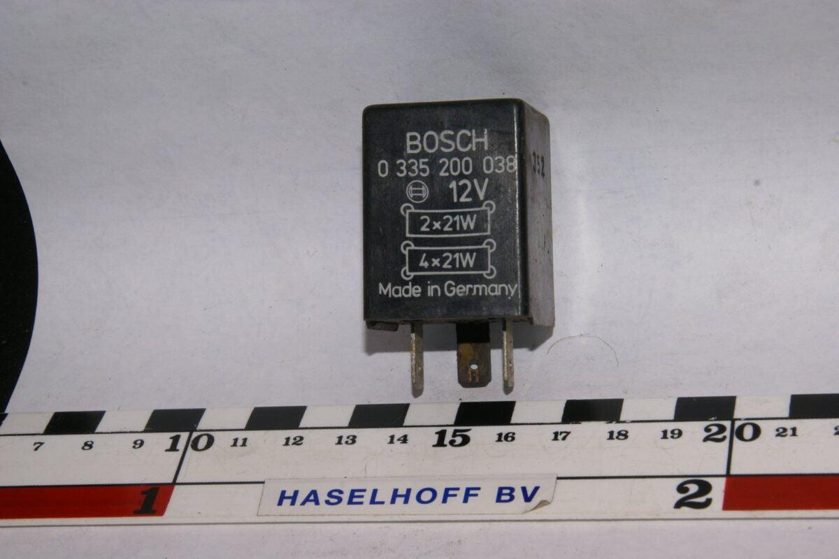 DSC01498 relais Volvo BOSCH 0335200038