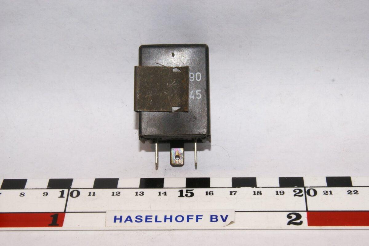 DSC01507 relais Volvo HELLA 71440 4DB003750-31