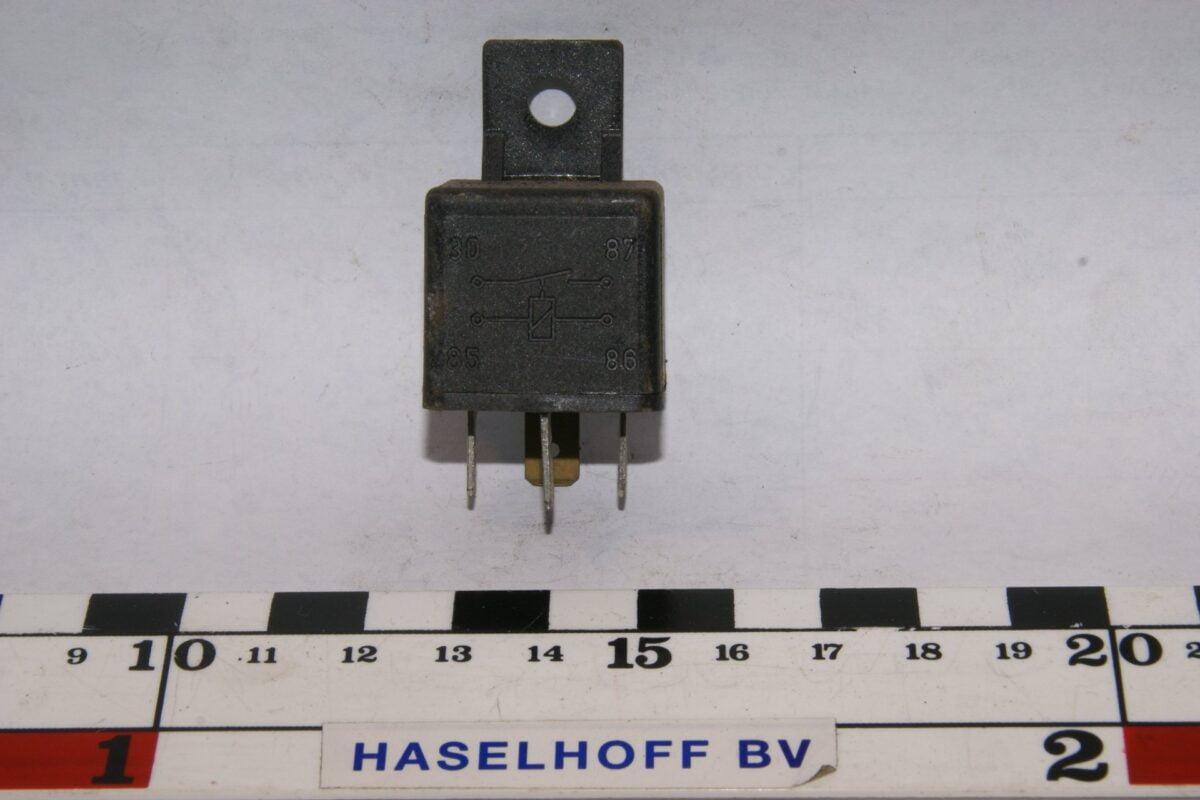 DSC01530 relais Volvo HELLA 4RA003510-08