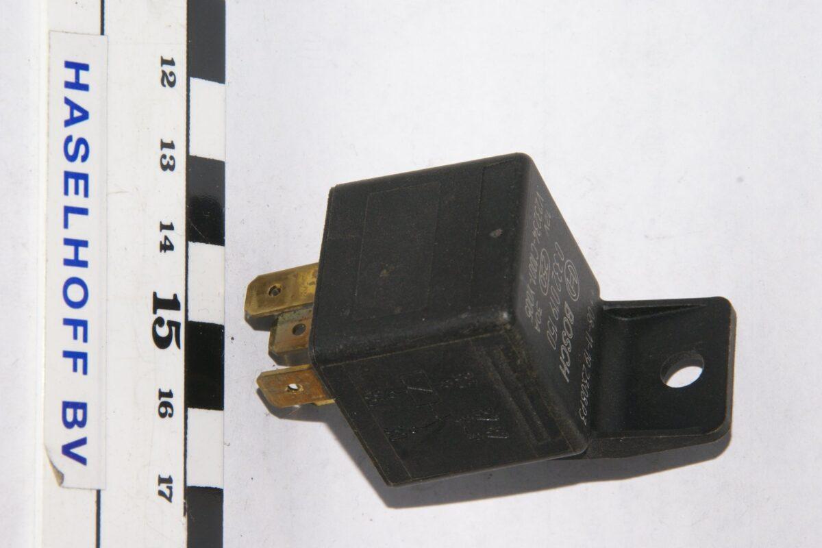 DSC01590 relais Volvo BOSCH 332019150  V23234-C1001-Y005