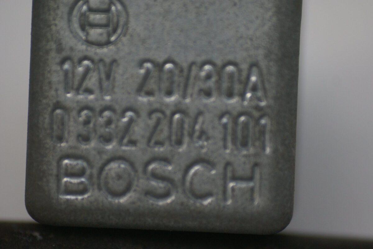 DSC01596 relais Volvo BOSCH 332204101