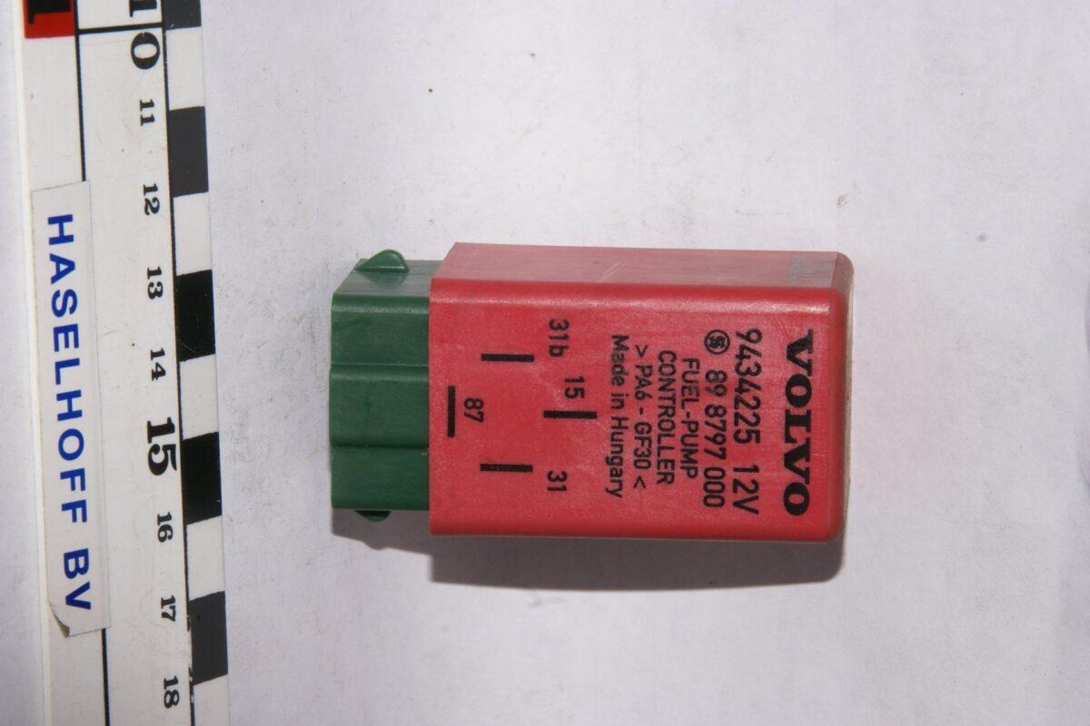DSC01622 relais  fuelpump controller Volvo 103  9434225 898797000