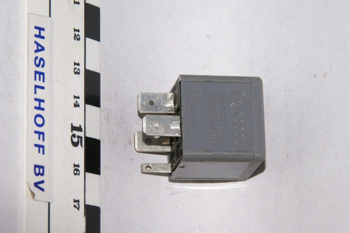 DSC01628 relais VW AUDI 1J0906381A