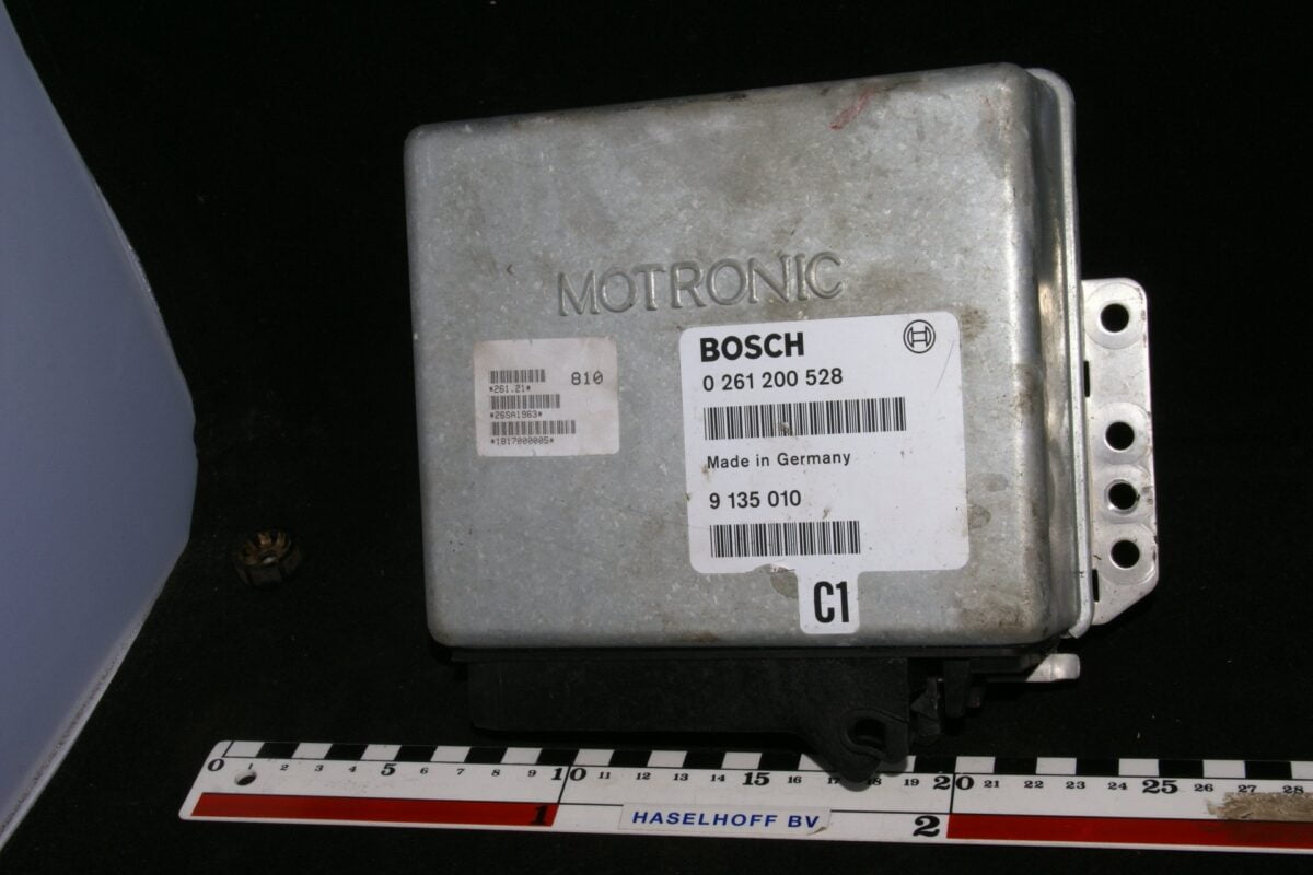 DSC01649 ecu C1 Volvo BOSCH Motronic 261200528