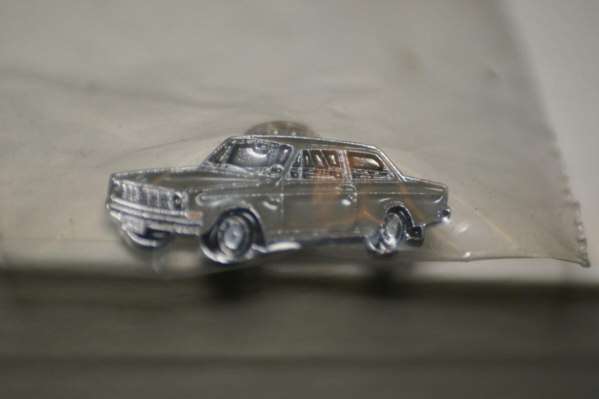 DSC08498 Volvo 142 grijs pin mint