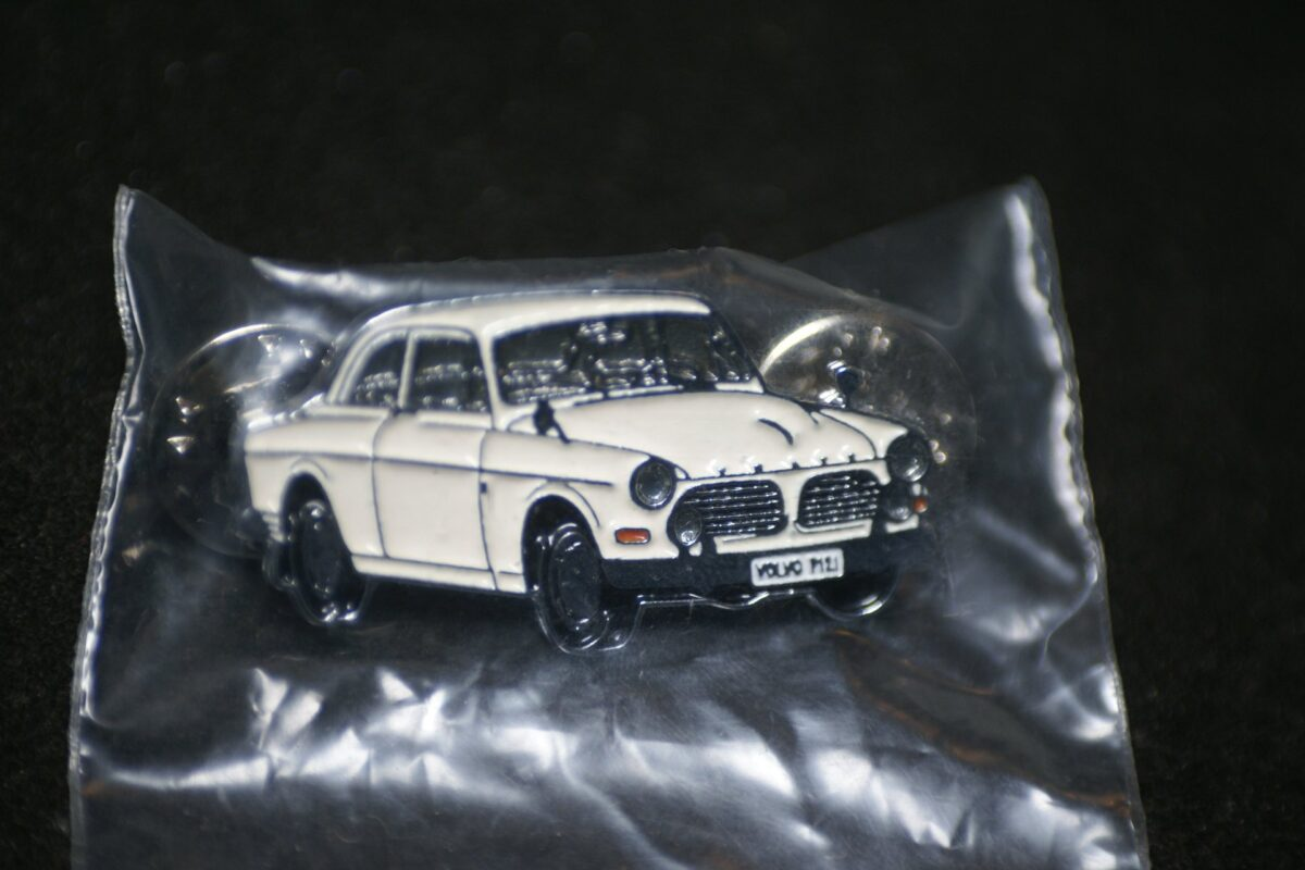 DSC08500 Volvo Amazon 130 wit pin mint