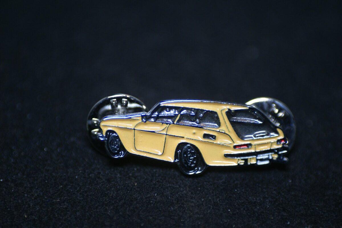 DSC08503 Volvo 1800ES geel pin mint