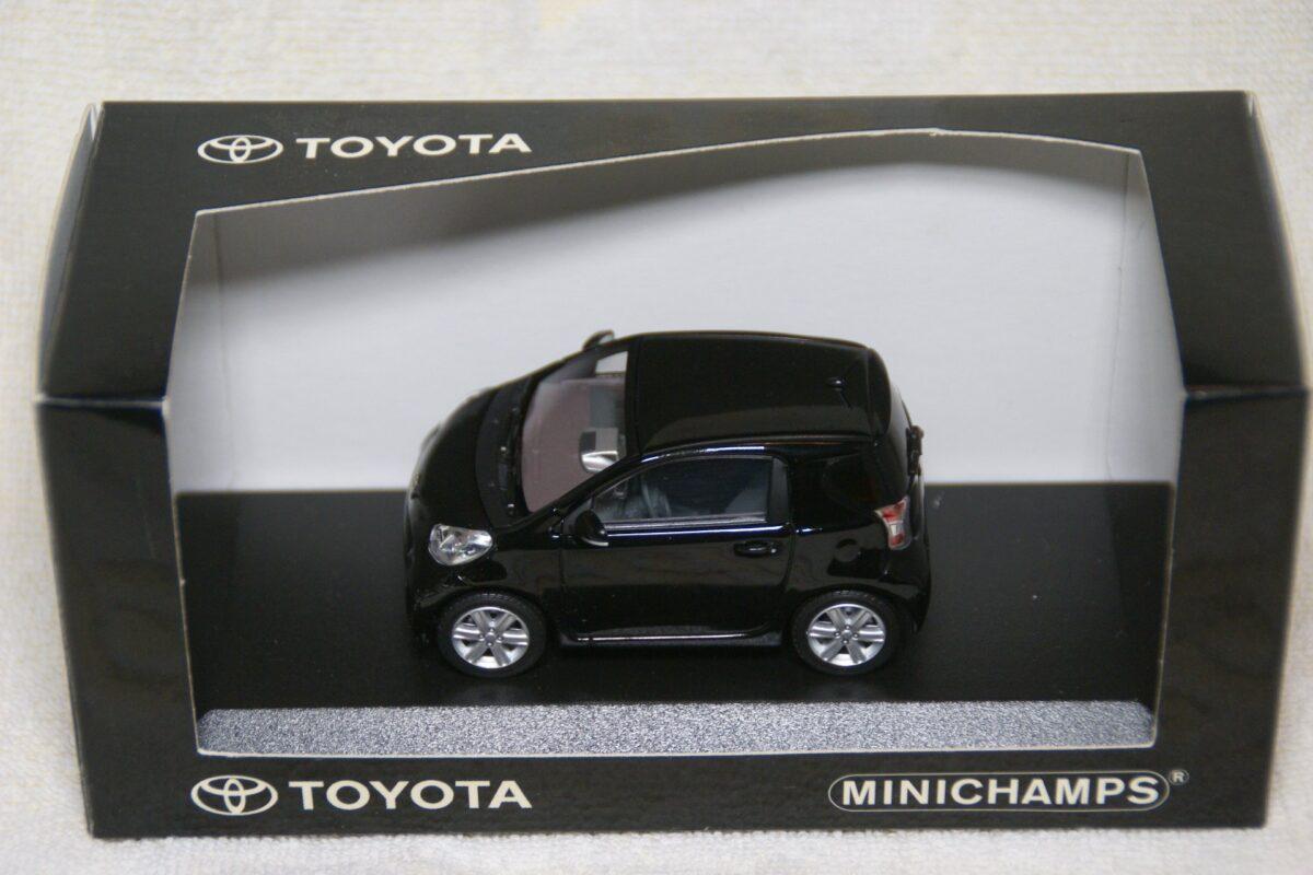DSC08514 Toyota zwart 1op43 Minichamps MB