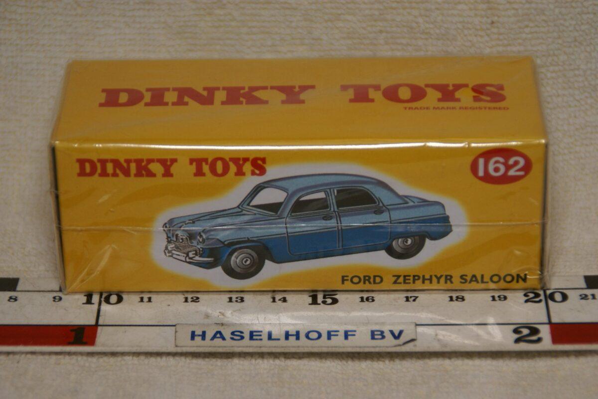 DSC08641 Ford Zehyr blauw 1op43 Atlas Dinky Toys 564924 MB
