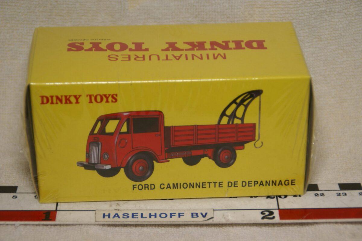 DSC08648 Ford Poissy kraanwagen rood 1op43 Atlas Dinky Toys 2576041 MB
