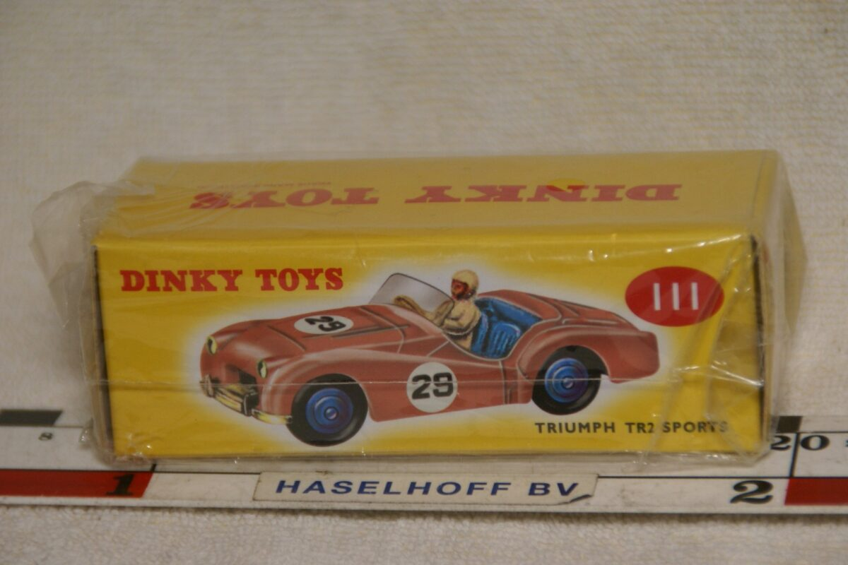 DSC08650 Triumpg TR2 rose 1op43 Atlas Dinky Toys 4659103 MB