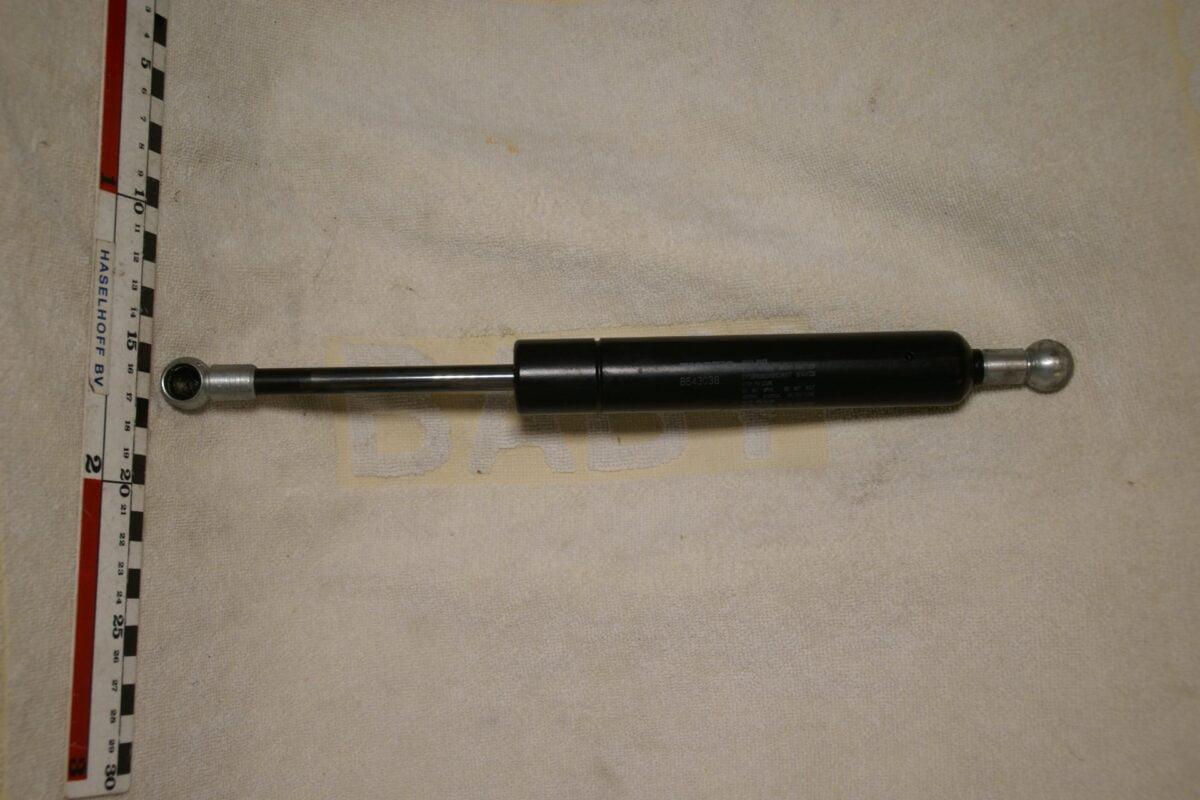 DSC00527 Volvo 8643038 NOS gasveer