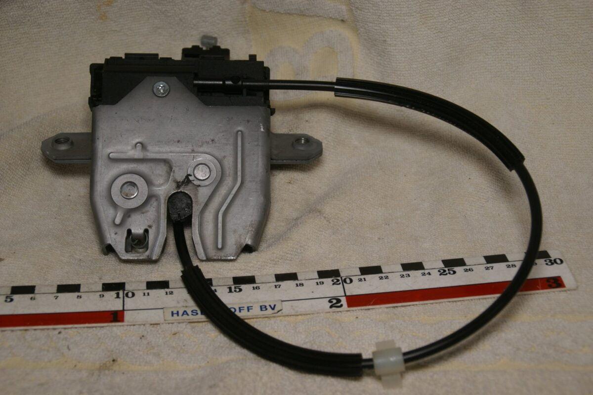 DSC00569 Volvo 31440243 NOS kofferbakslot electrisch S80
