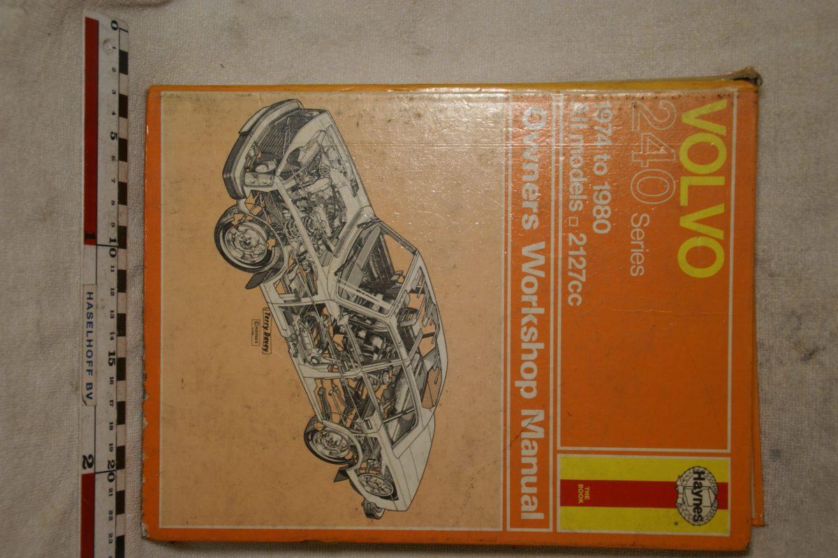 DSC00694 Volvo 240 Haynes Manual Engels