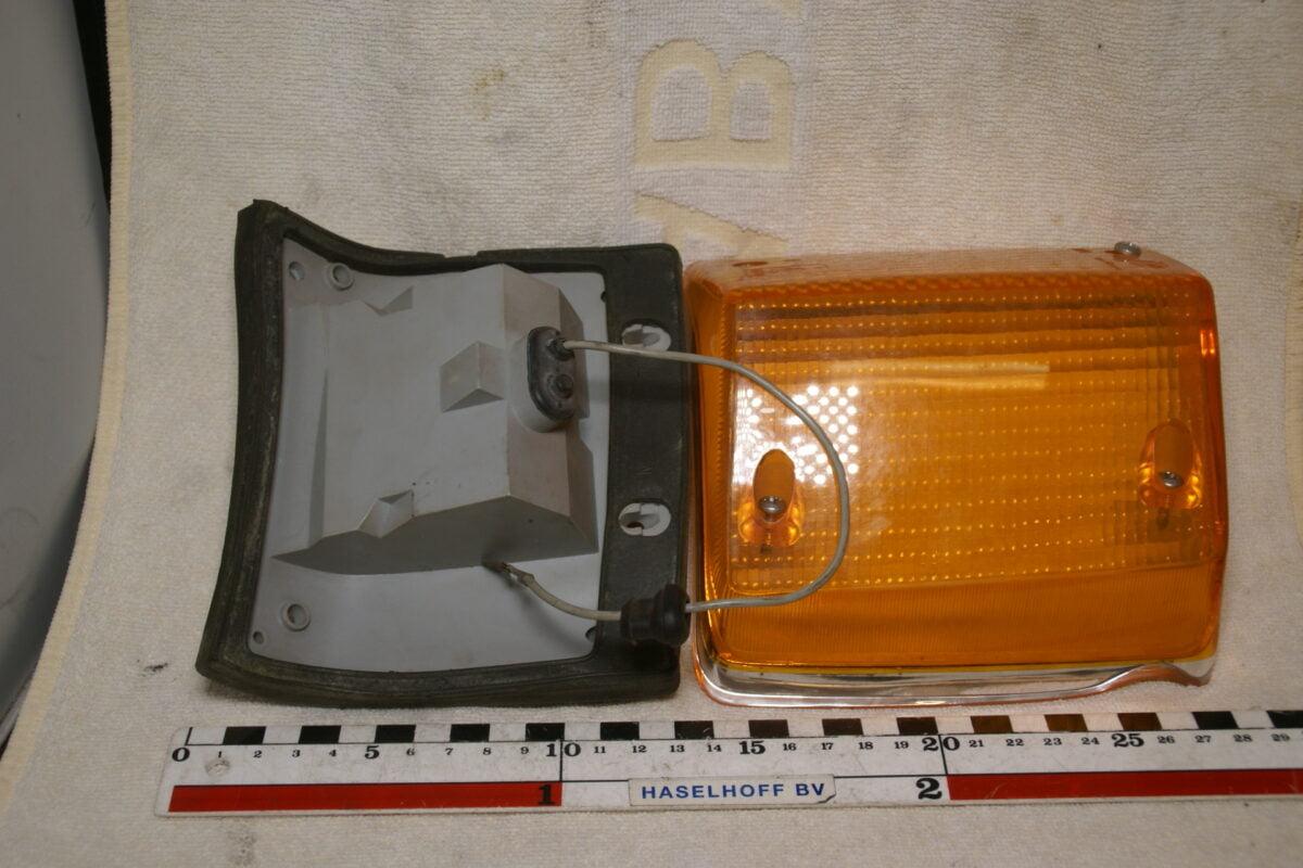 DSC00713 Volvo 140 richtingwijzer 1210193 NOS 80