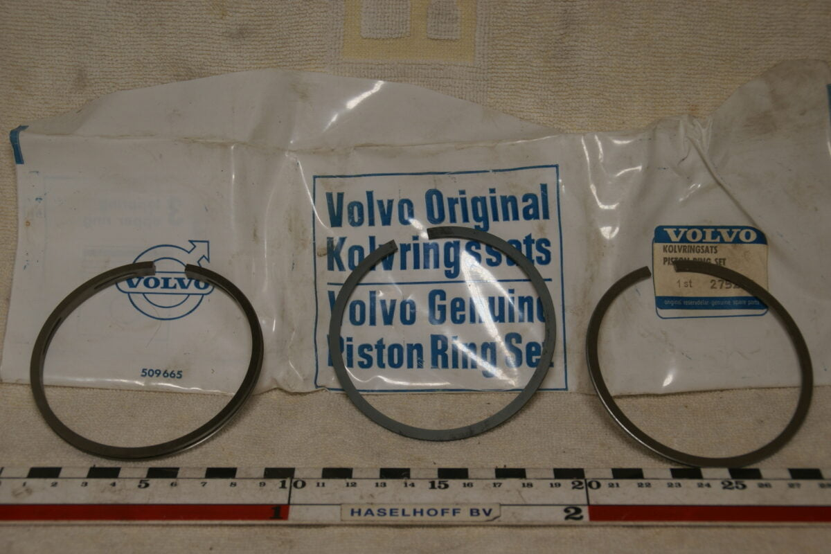 DSC00717 Volvo zuigerveerset 275277 NOS