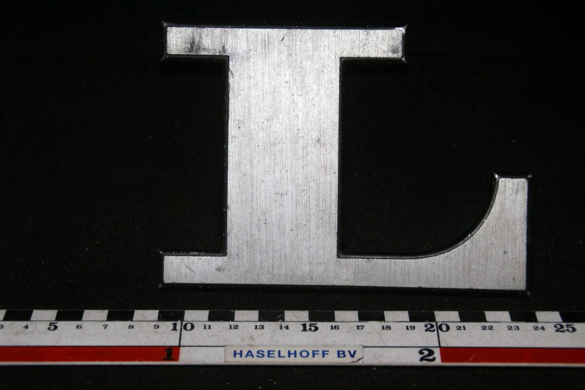 DSC00780 Volvo embleem letter L 1575507