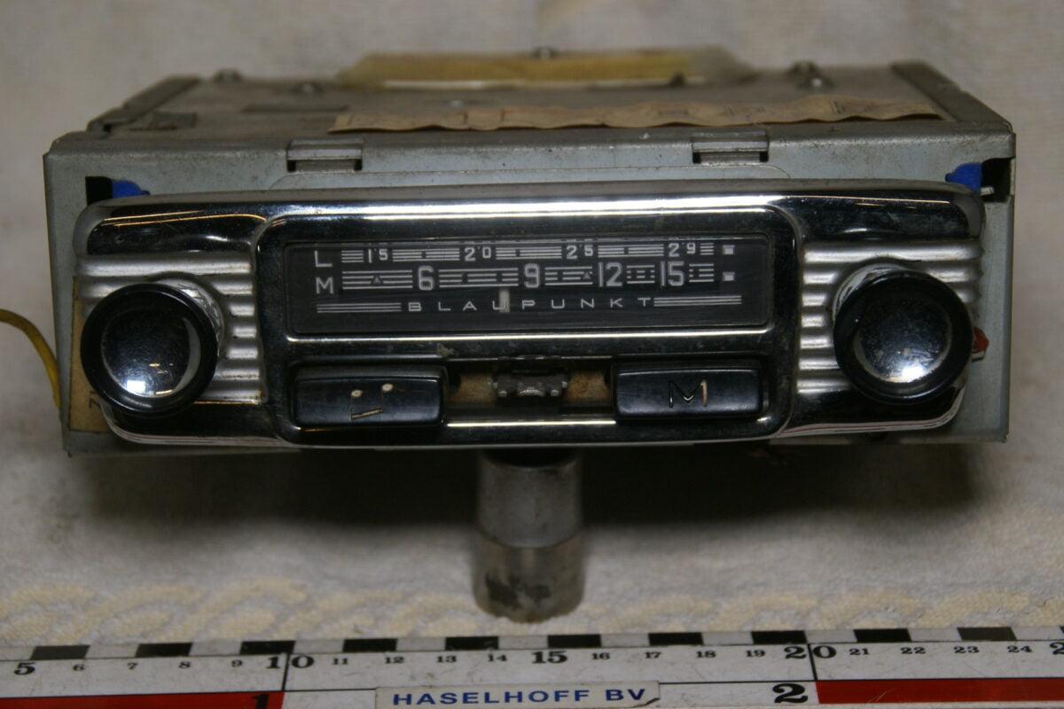 DSC00827 Volvo radio Blaupunkt 446996