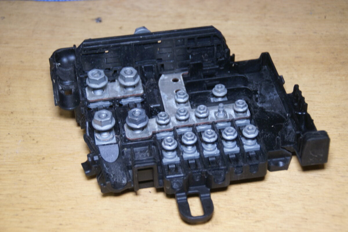 DSC00935 Volvo V70 zekeringhouder 30659092 435524