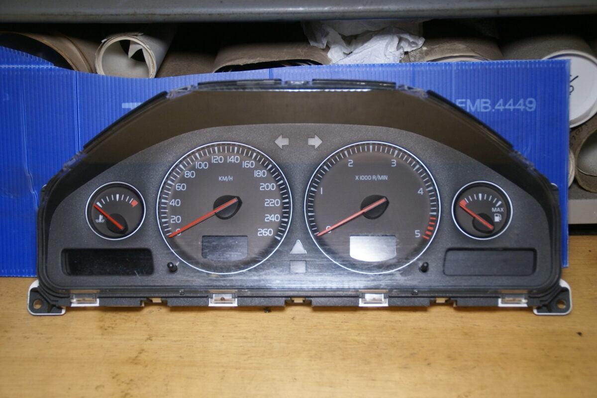 DSC00972 Volvo V70 klokken 8673262