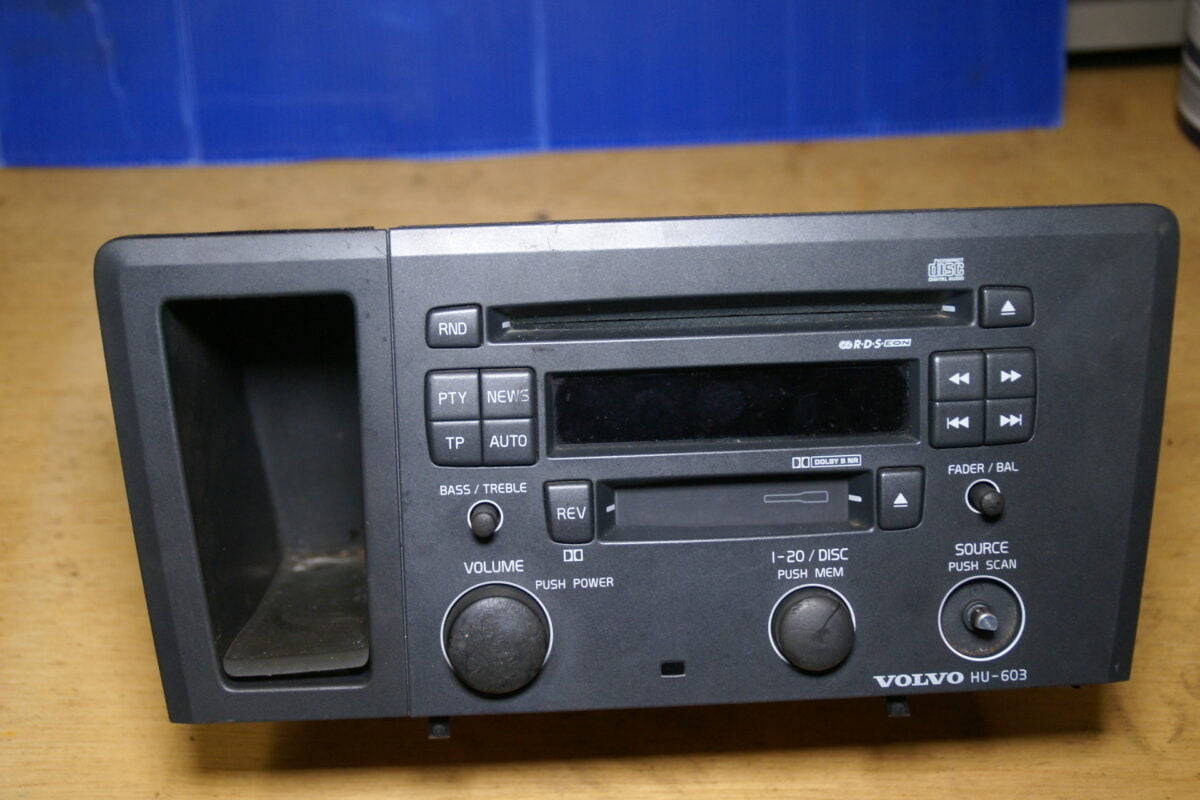 DSC00974 Volvo V70 radio HU603 8651152