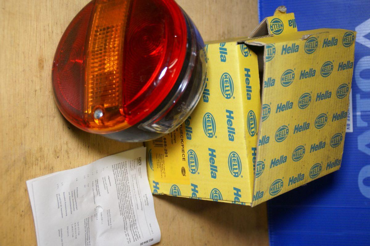 DSC01010 HELLA achterlicht unit 001685201 NOS