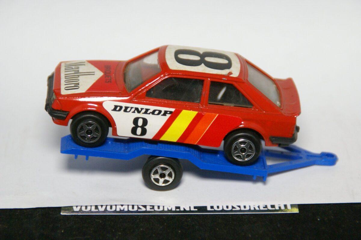 DSC02542 miniatuur aanhanger met raceauto van Volvo 265 rood 1op43 Norev Mint