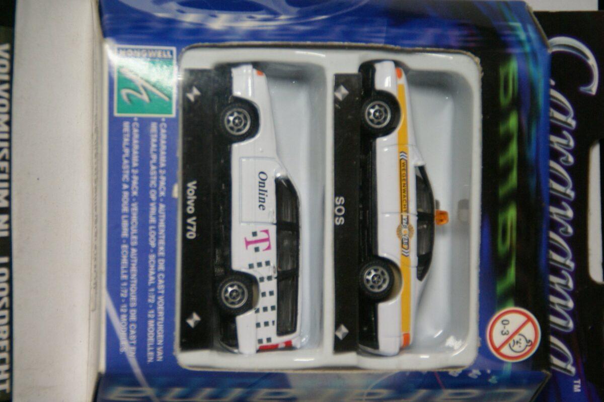 DSC02833 miniatuur Volvo V70 Tele online wit met 1 andere 1op72 Carrarama 017204 MB