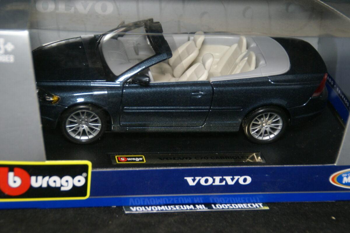 DSC02932 miniatuur Volvo CC70 grijsblauwmet 1op24 Bburago 210251 MB