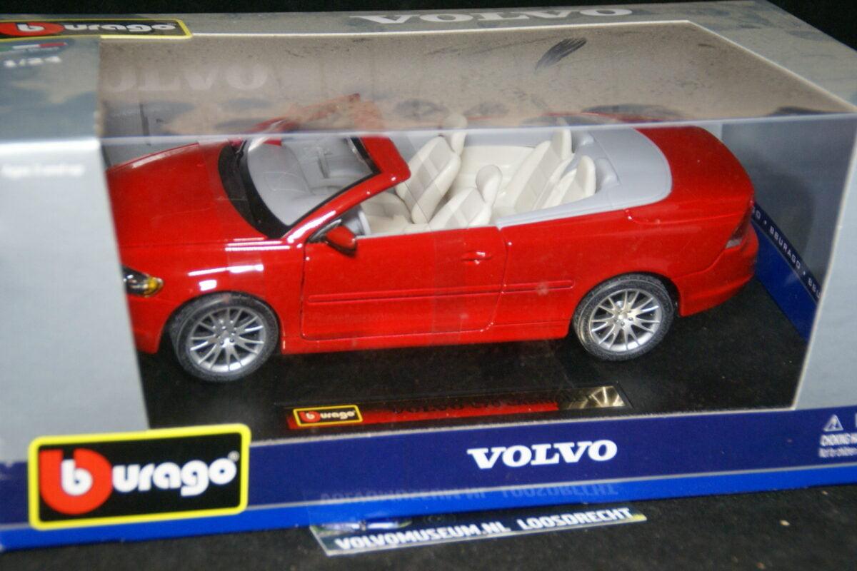 DSC02934 miniatuur Volvo CC70 rood 1op24 Bburago 210251 MB