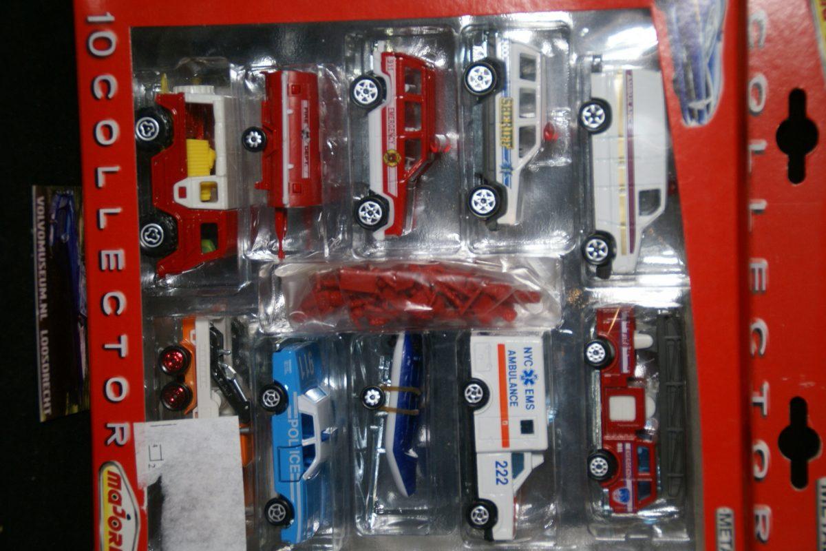 DSC02950 miniatuur Volvo C202 Laplander brandweer met 9 andere ca 1op70 Majorette 051887  MB