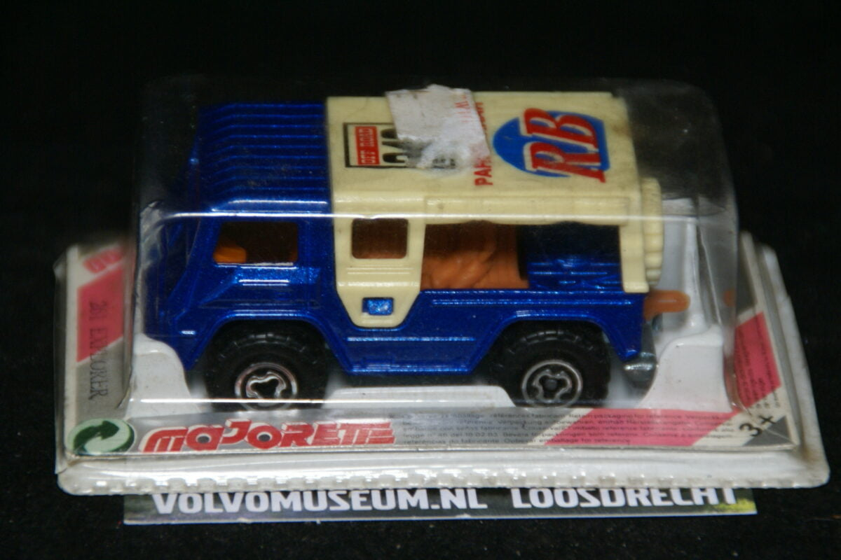 DSC02953 miniatuur Volvo C202 Laplander blauw RB ca 1op70 Majorette MB