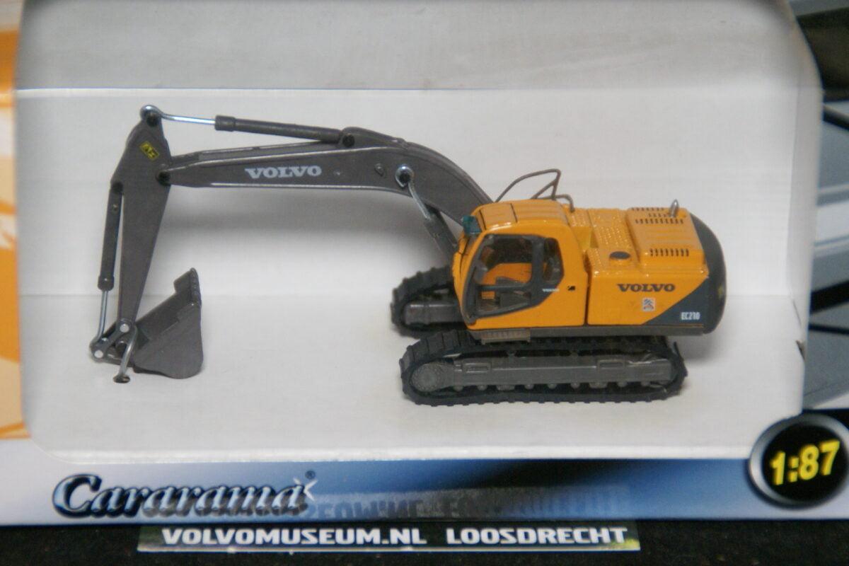 DSC02963 miniatuur Volvo graafmachine EC210 geel 1op87 Carrarama 008103 van 2006 MB