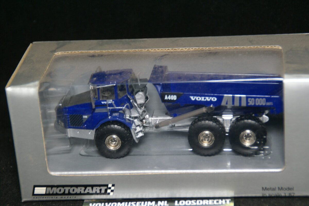 DSC02965 miniatuur Volvo dumper blauw 1op87 Motorart 11226 MB