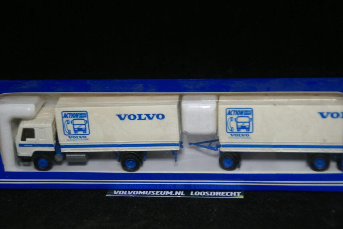 DSC02993 miniatuur Volvo truck met aanhanger wit ca 1op87 015800 MB