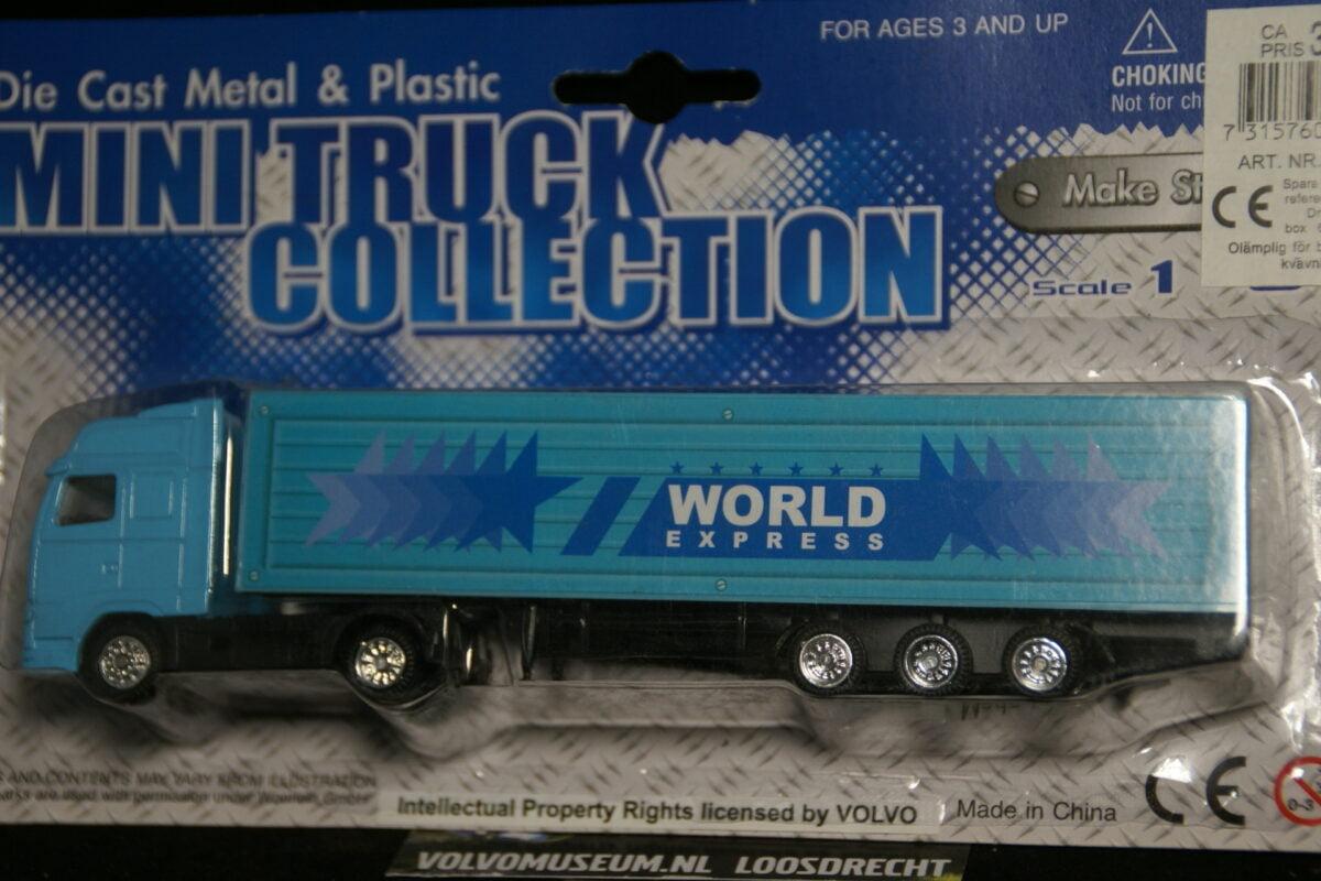 DSC02995 miniatuur Volvo truck met oplegger blauw ca 1op87 103957 MB