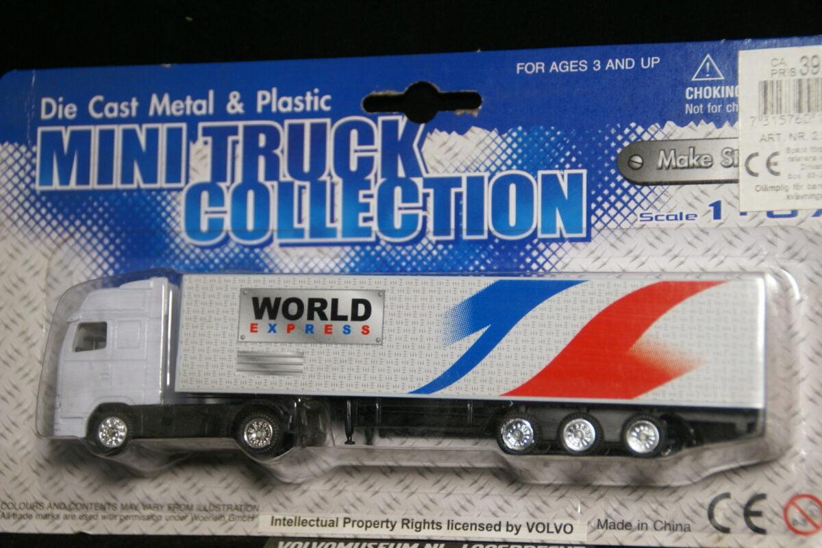 DSC02997 miniatuur Volvo truck met oplegger wit ca 1op87 103957 MB