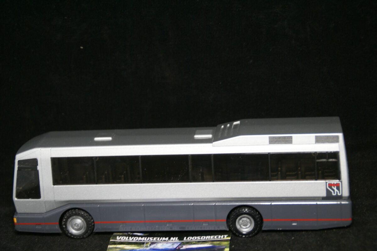 DSC03002 miniatuur Volvo bus B10M grijs ca 1op43 Volvo RSP82110 MB 65