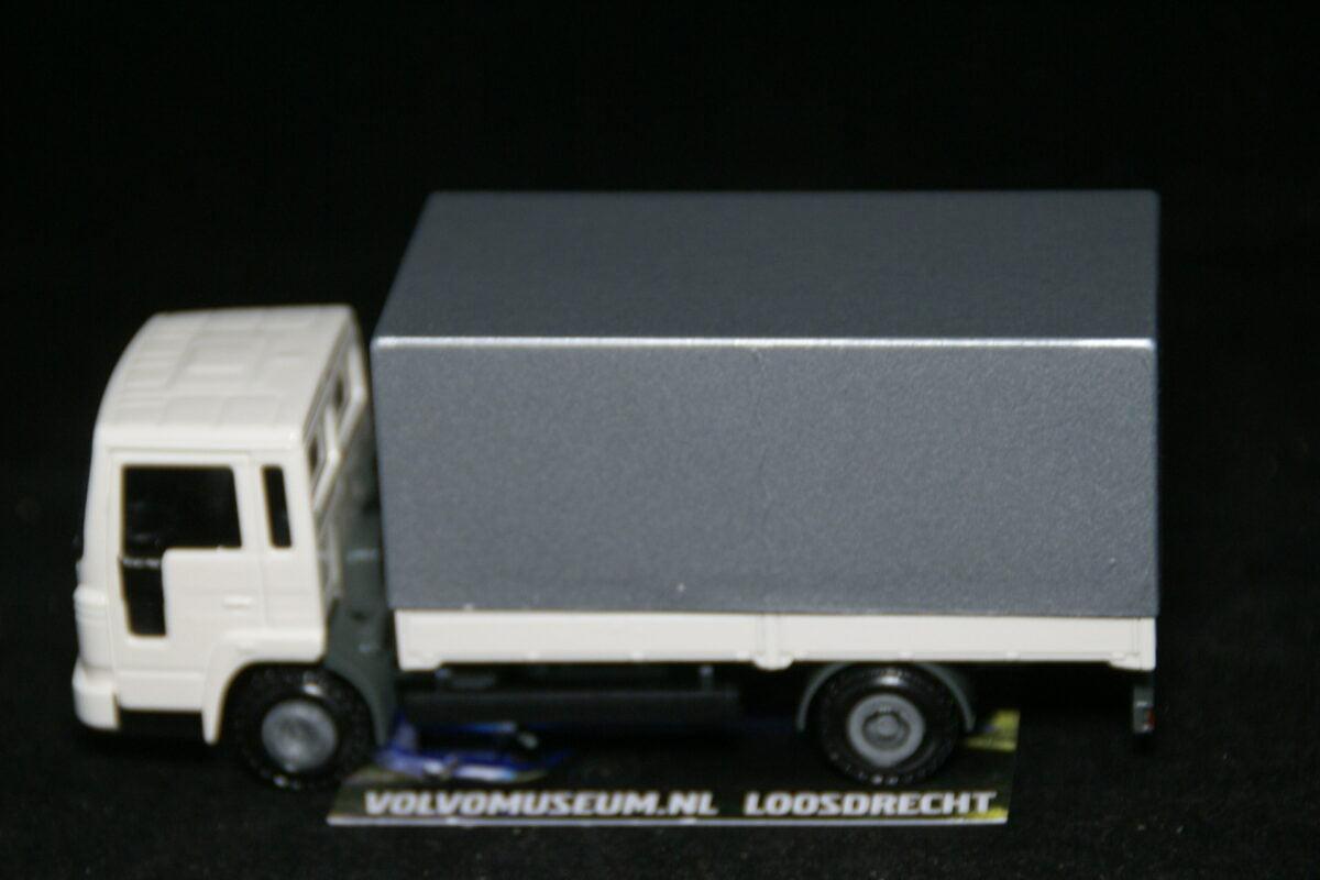 DSC03005 miniatuur Volvo truck wit ca 1op50 Volvo 280949 MB