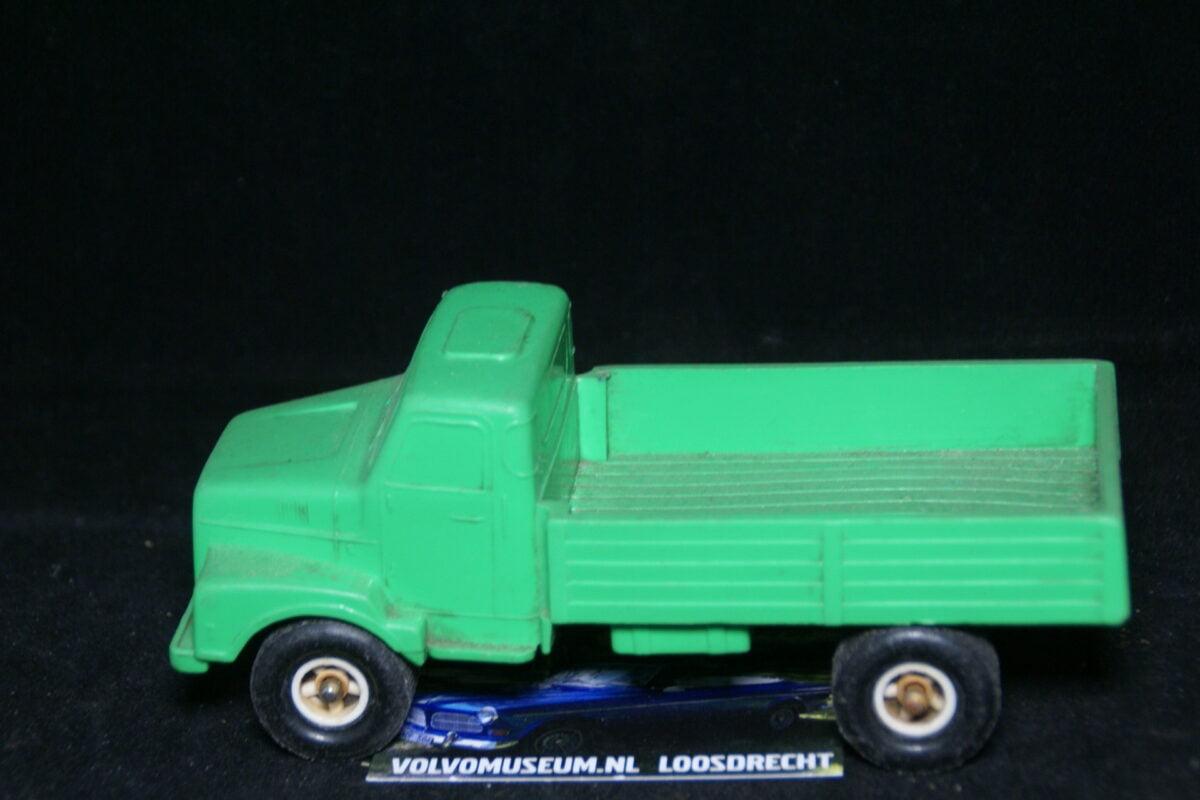 DSC03008 miniatuur Volvo truck groen ca 1op35 Tomte Galanite bespeeld