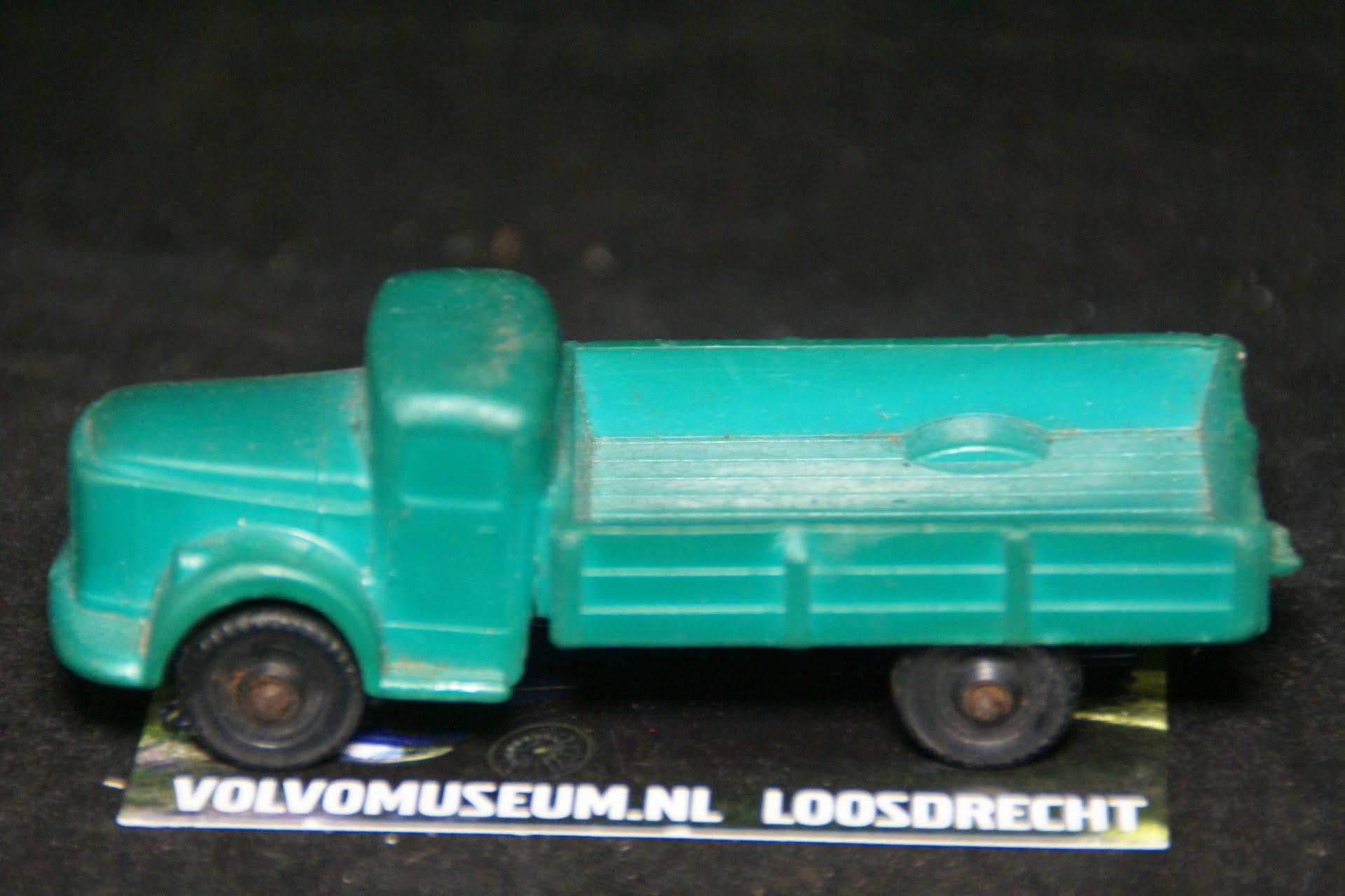 DSC03011 miniatuur Volvo truck groen ca 1op50 Tomte Galanite bespeeld