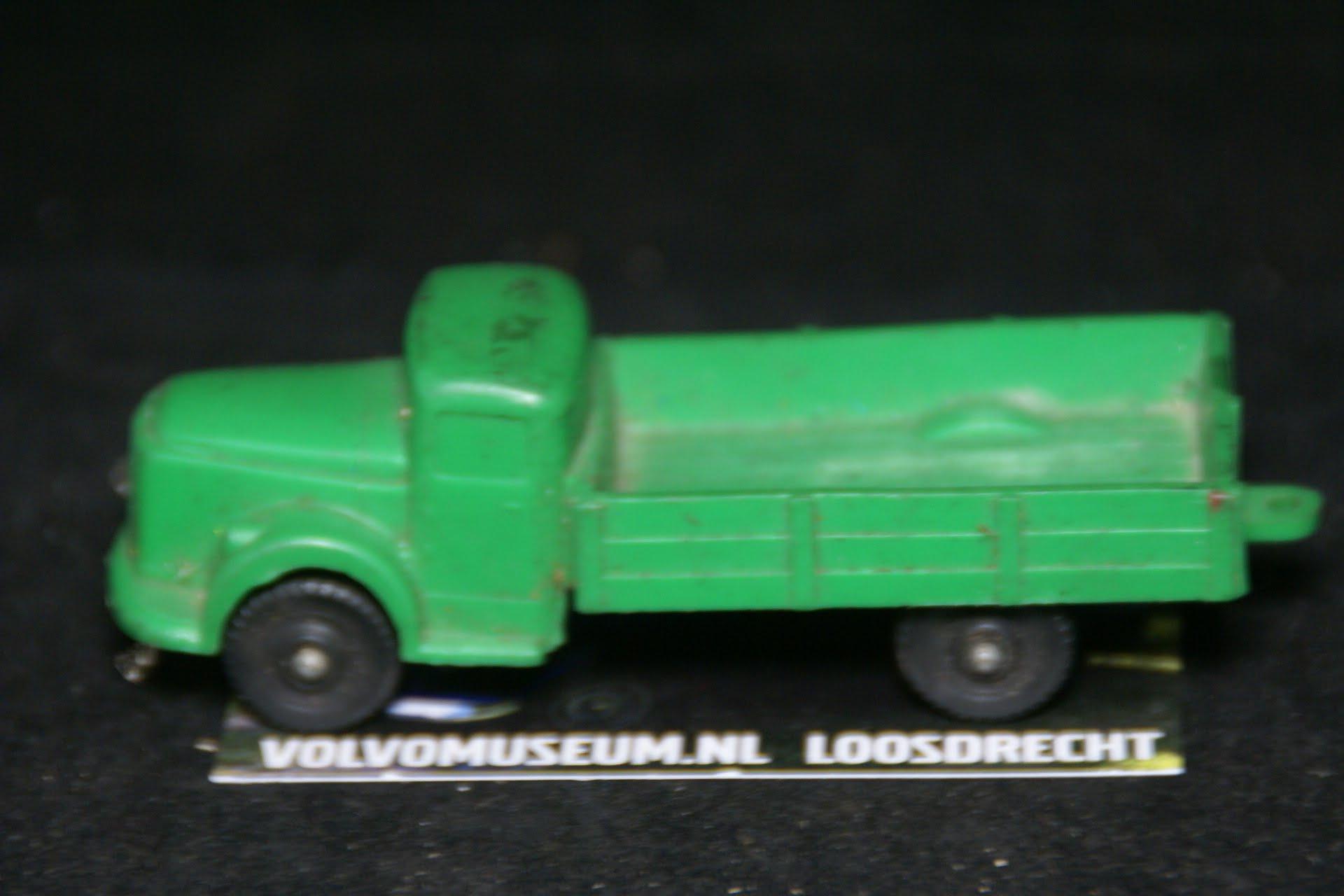 DSC03012 miniatuur Volvo truck groen ca 1op50 Tomte Galanite bespeeld