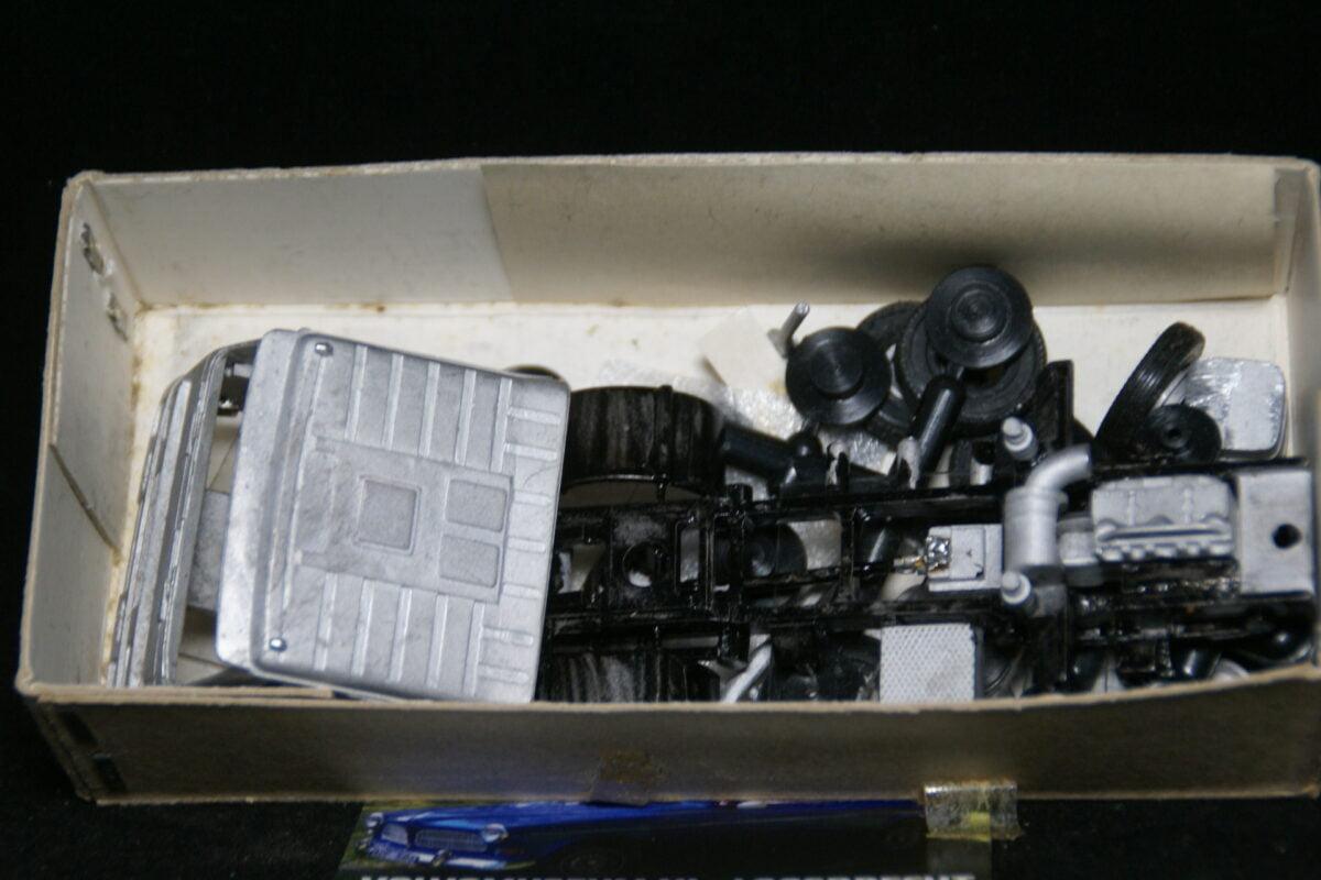 DSC03014 miniatuur Volvo FL7 4x2 truck kit 1op48 Smith Models MB