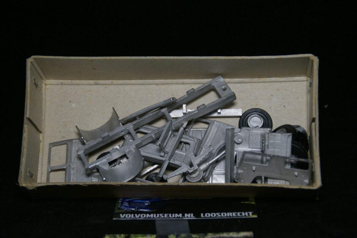 DSC03018 miniatuur Volvo F7 4x2 truck kit 1op48 Smith Models MB