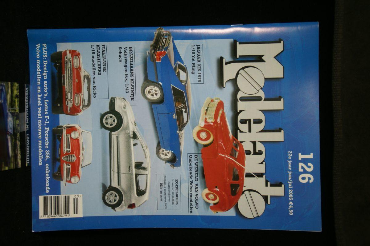 DSC03025 tijdschrift Modelauto met 7 pagina's Volvominiaturen