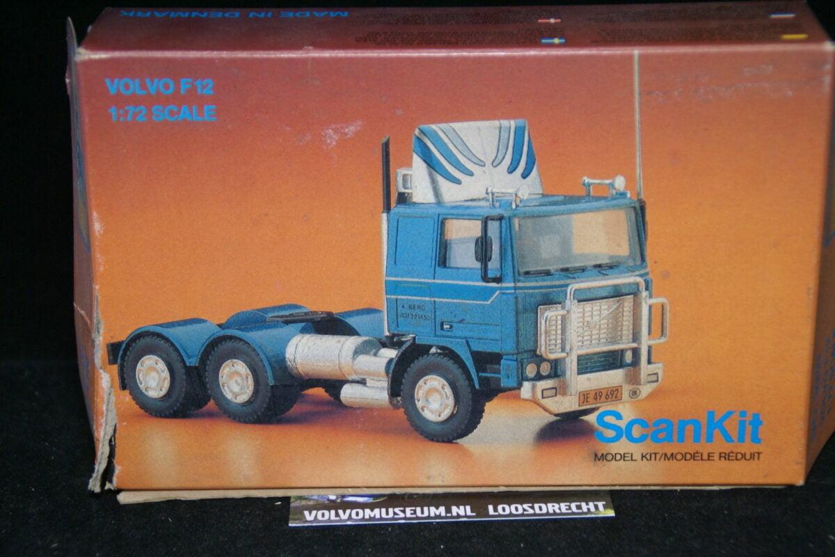 DSC03036 miniatuur Volvo F12 trekker blauw 1op72 Scankit MB