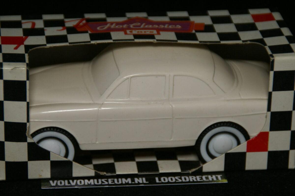 DSC03044 miniatuur Volvo Amazon 130 wit ca 1op35 Viking Toys MB