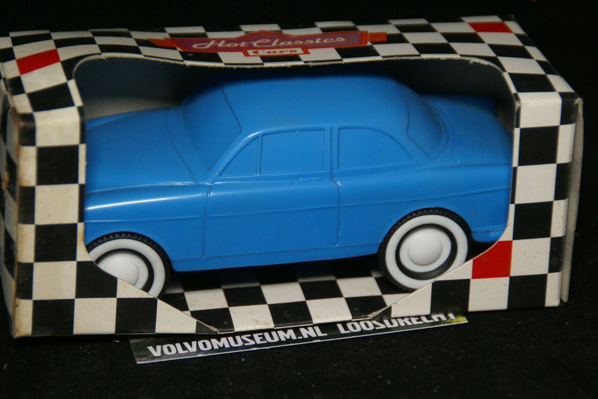 DSC03047 miniatuur Volvo Amazon 130 blauw ca 1op35 Viking Toys MB