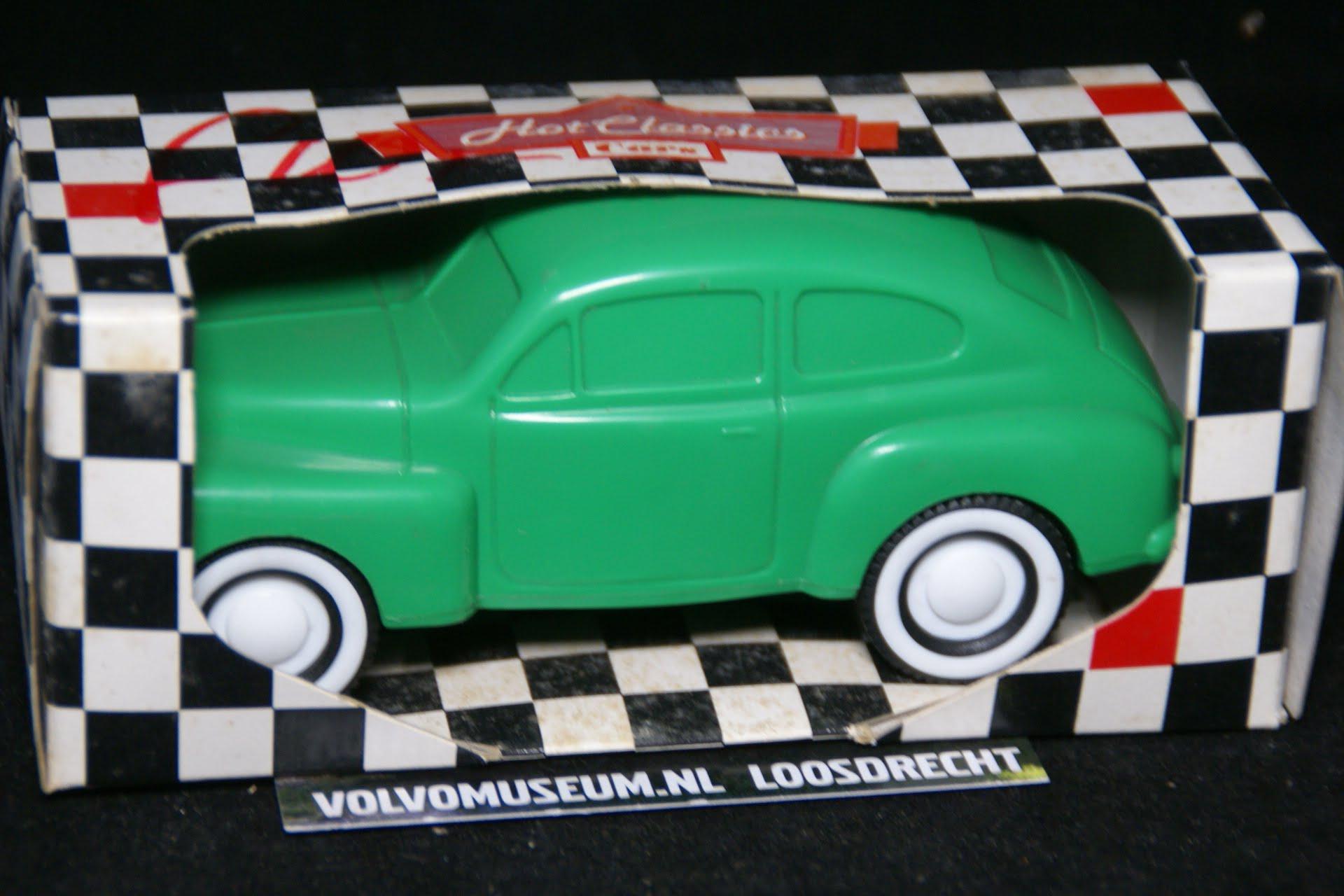DSC03049 miniatuur Volvo PV 444 groen ca 1op35 Viking Toys MB