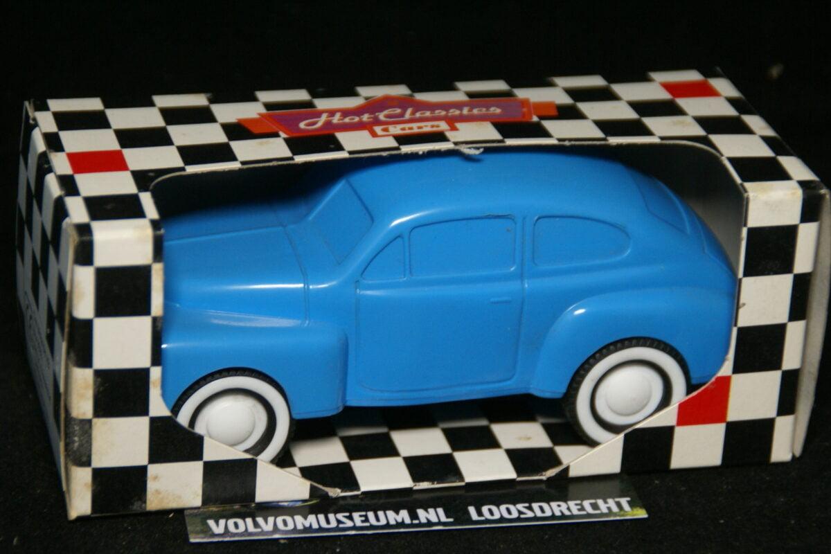 DSC03050 miniatuur Volvo PV 444 blauw ca 1op35 Viking Toys MB